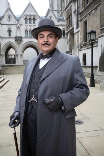 """David Suchet snimio je tijekom prošle godine preostalih pet romana koji su nedostajali da televizijska ekranizacija Poirota bude kompletirana: """"Slonovi pamte"""", """"Velika četvorka"""", """"Sajam zločina"""", """"Poslovi Heraklovi"""" i """"Zavjesa"""", posljednji roman koji je, unatoč tome što ga je napisala mnogo ranije, objavljen tek nakon smrti autorice."""