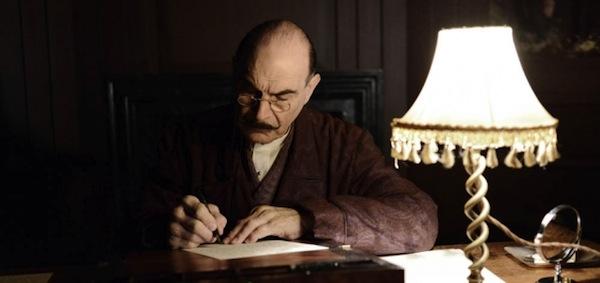 """""""Zavjesa"""" (""""The Curtain""""), posljednji slučaj belgijskog detektiva Hercula Poirota, odigrava se deset godina nakon njegovog prethodnog druženja s čitateljima i gledateljima."""